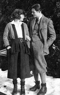 File-ErnestHemingwayHadley1922